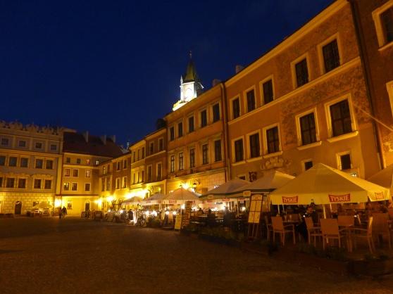En kvällsbild över den vackra staden Lublin. Bilden är från Lublins gamla stadskärna.