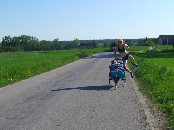 Det är roligt att springa på småvägar i Polen!