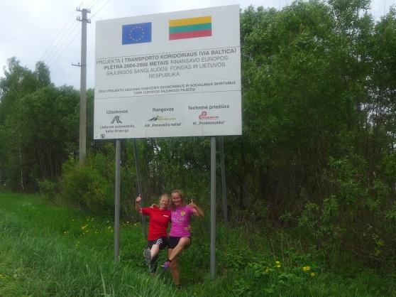 Vi hittade i alla fall någon form av skylt med den Litauiska flaggan där vi kunde göra vår sedvanliga pose :).