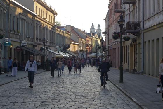 Vi möttes av en fin gågata med massor med trevliga restauranger. Vi möter många fina städer på vår resa!