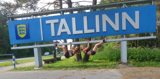 Tallinn-skylten var nog större än allamlandsskyltar vi sett längs vägen!