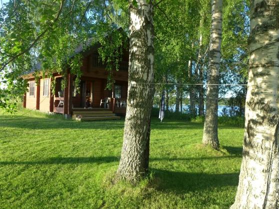 Den här fina stugan alldeles vid vattnet bor jag i då Kristina är uppe i Piteå.