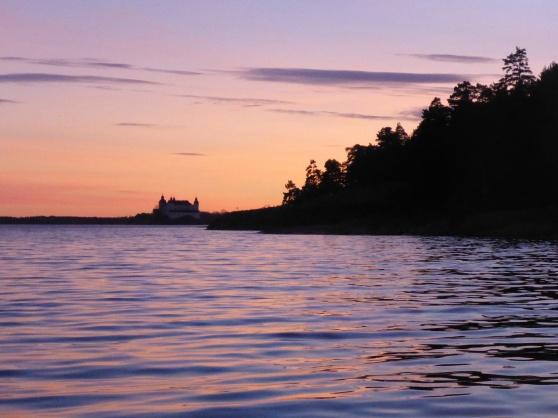 Vi fick en fantastisk vacker kvällspaddling mot Läckö slott