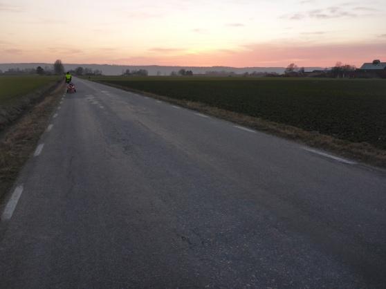 På väg mot Hunneberget, här innan stigningen börjat.