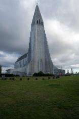 Hallgrímskirkja som ligger mitt i Reykavik på stadens högsta punkt.