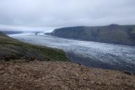 Glaciärflod ner från Europas största glaciär, Vatnajökul.