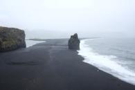 Den svarta stranden från en annan vy.